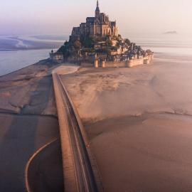 Остров-крепость Мон Сен-Мишель во Франции
