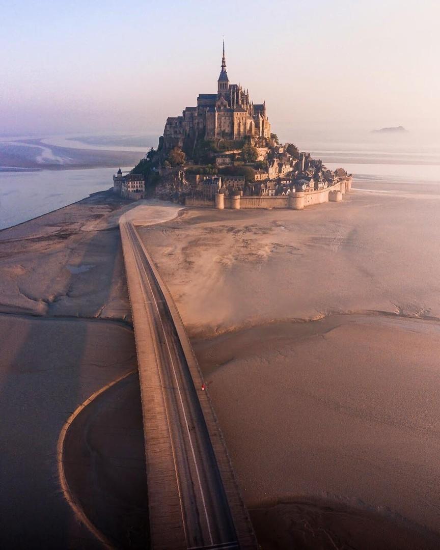 Остров-крепость Мон Сен-Мишель, Франция