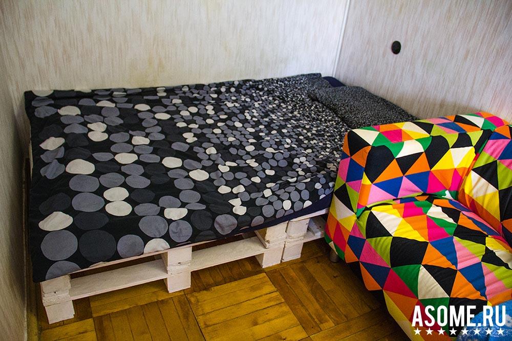 Очень дешёвая кровать своими руками из деревянных паллетов. 4000 на всё + Простая пошаговая инструкция