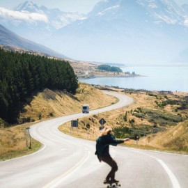 Скейт, дорога и горы