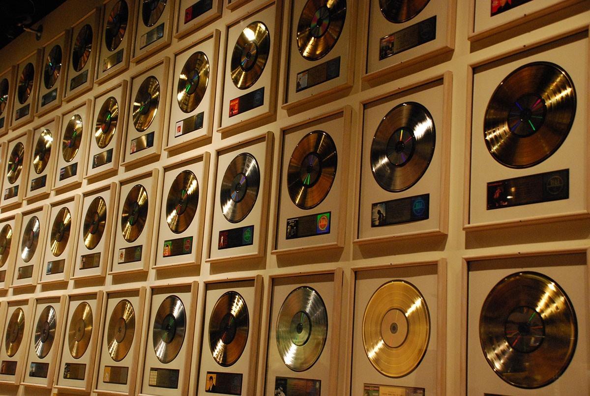 Платиновый альбом, золотой, бриллиантовый