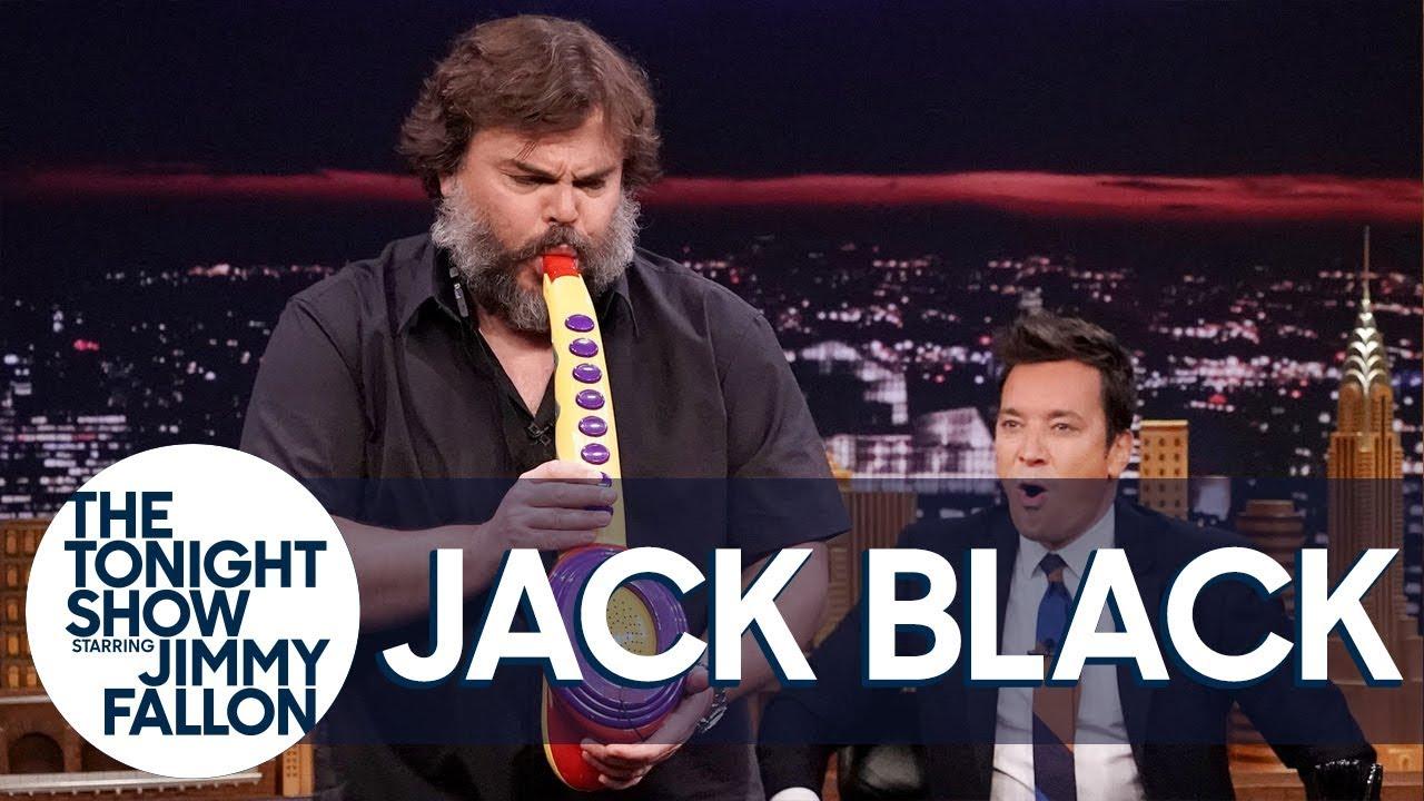 Джек Блэк играет на саксофоне на шоу Джимми Фэллона