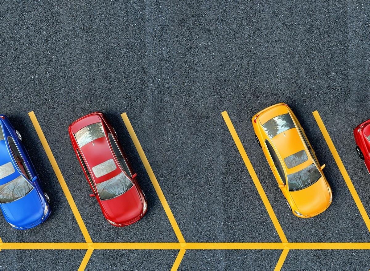 Город должен выделить парковочные места?