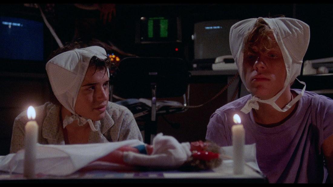 Момент из фильма Чудеса Науки (1985)