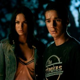 Момент из фильма Трансформеры (2007):  Микаэла и Сэм