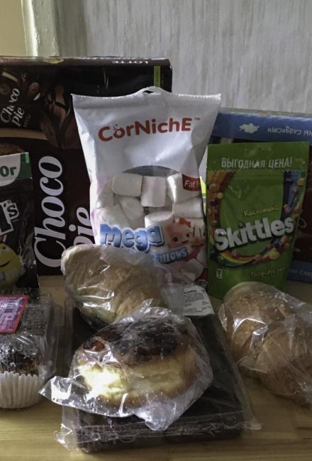 Wagon Wheels, M&M's, Skittles, ChocoPie, Marshmallow и другие сладости