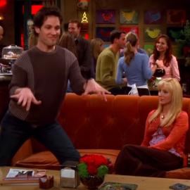 Момент из сериала Друзья (1994): Майк играет на невидимом пианино