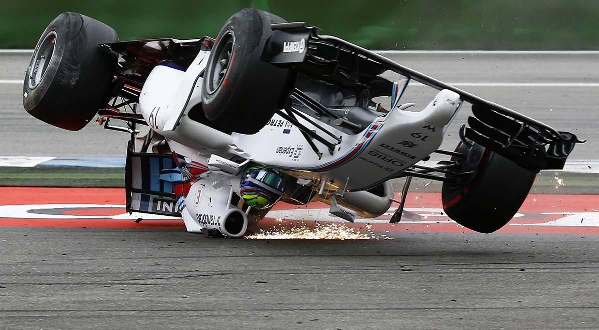 Что будет, если болид Формулы 1 перевернётся