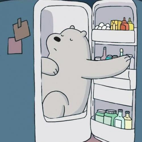 Белый спит в холодильнике