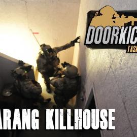 Морпех играет в Door Kickers 2: Task Force North