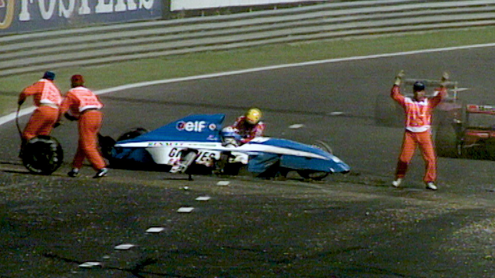Останавливался ли гонщик Формулы 1, чтобы помочь другому пилоту?